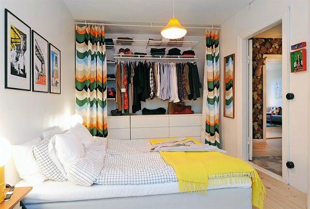 Quarto branco com closet