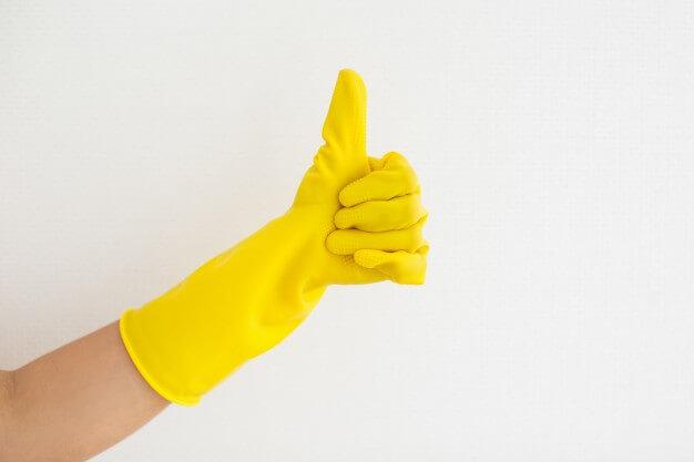 luvas amarelas para limpeza
