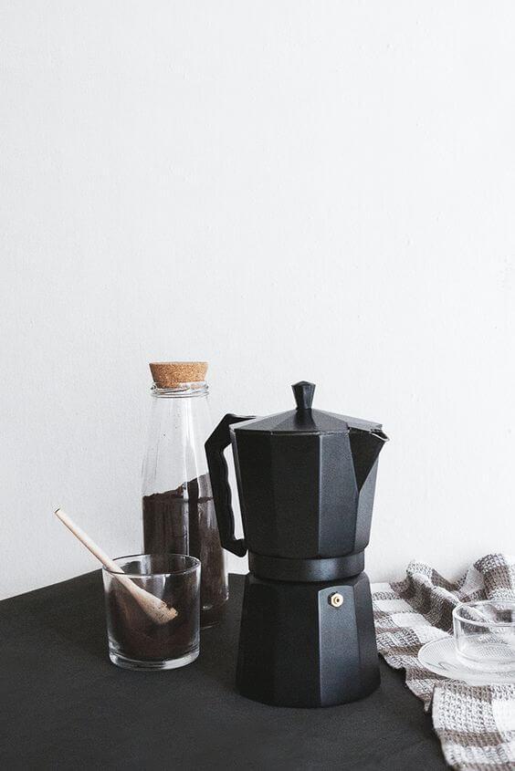 Cafeteira preta antiga