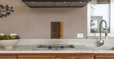 Coifa de parede em cozinha