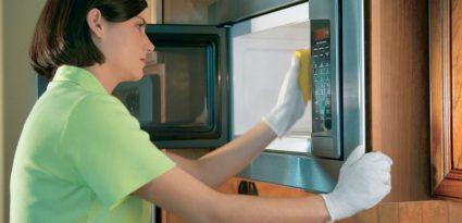 Dica: entenda como limpar de forma eficaz o seu microondas